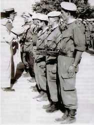 1958  Remise de la croix de la Valeur militaire