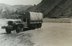 Mai 1957 - Un camion traverse l'oued
