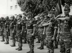 "Commando ""Cobra"". Porte fanion  sergent chef Hadj Ben Amar"
