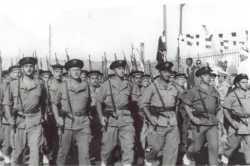 Fusiliers marins lors de la remise des BE en 1960.