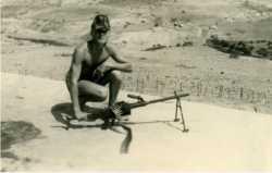 Poste Ragueb. Fusilier marin Robert BERTRAND. Arme AA 52. Photo  R. Bertrand.