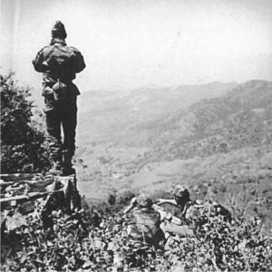"Commandos en ""chouf"".  A gauche debout sergent chef GARRAS"