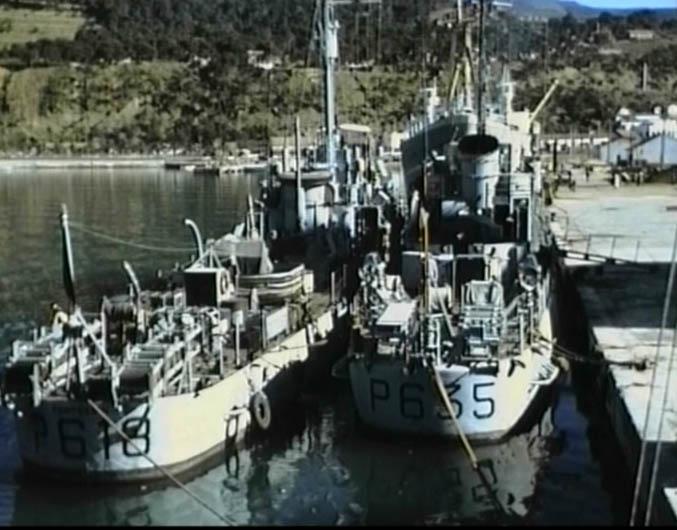 """2 Escorteurs de la Marine Nationale dans le port de TENES A gauche le P618 """"FANTASSIN"""" A quai le P635 """"L'ARDENT""""  ----  Site Internet du FANTASSIN  ----  Site Internet de L'ARDENT"""