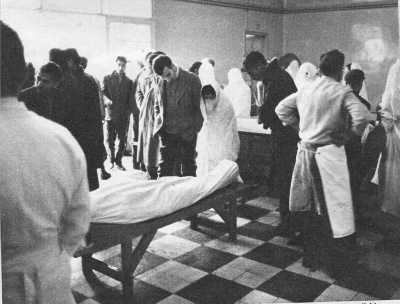 Rue d'Isly 26 mars 1962 ---- la Morgue de MUSTAPHA