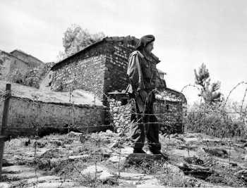 Chasseur de garde, au village de Zaknoun