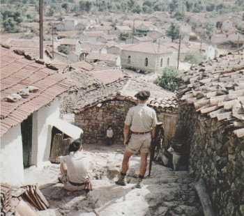 Chasseurs Alpins surveillant un village